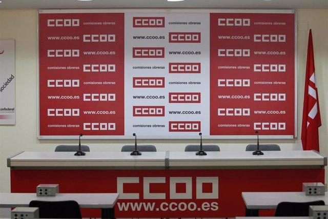 Archivo - Sede de CCOO, Sala de rueda de prensa de Comisiones Obreras, logo de CCOO