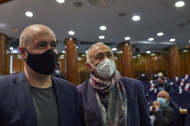 Archivo - El secretario general de CCOO, Unai Sordo (i), y el secretario general de UGT, Pepe Álvarez, durante el traspaso de carteras ministeriales, en Madrid (España), a 31 de marzo de 2021.