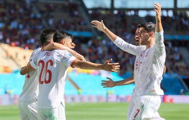 Los jugadores de la selección española celebran el primer tanto ante Eslovaquia