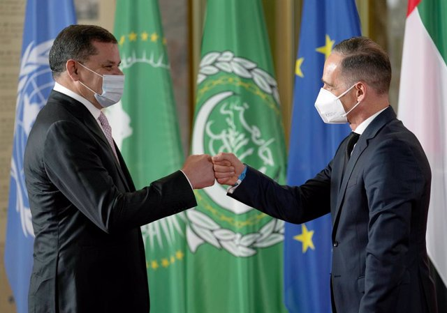 23 June 2021, Berlin: German Foreign Minister Heiko Maas (R) welcomes Prime Minister of Libya Abdul Hamid Dbeibeh at the Federal Foreign Office before the start of the second Berlin Conference on Libya. Photo: Michael Sohn/AP-Pool/dpa