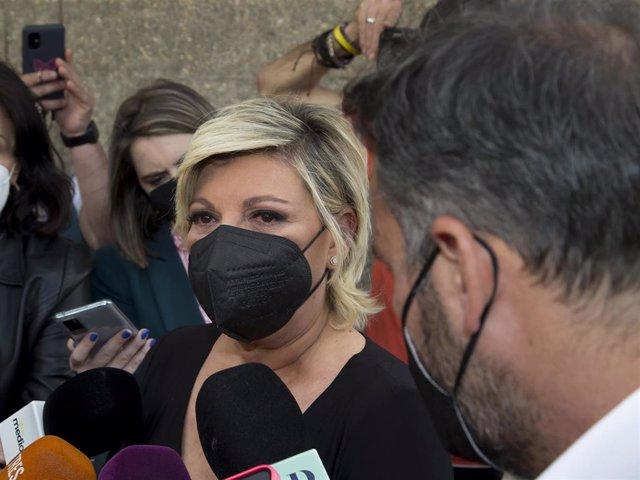 TERELU CAMPOS ATIENDE A LOS MEDIOS ROTA DE DOLOR EN EL TANATORIO POR MILA XIMÉNEZ