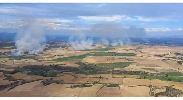 Un camión ha provocado un incendio en la comarca de la Noguera (Lleida), este 23 de junio, que ya se ha dado por extinguido.
