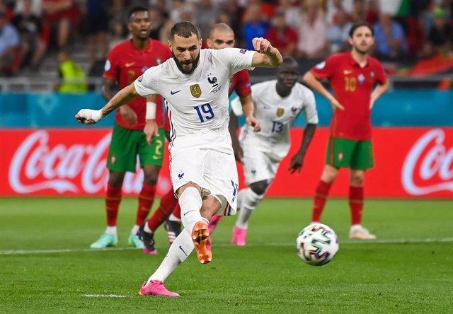Karim Benzema marca de penalti en el Portugal - Francia