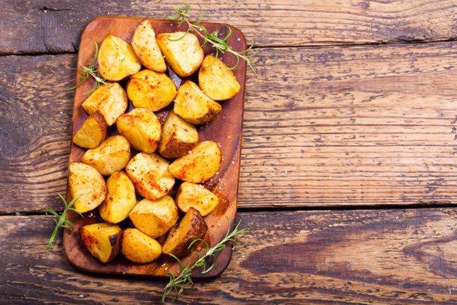 Archivo - Patatas, batatatas, aperitivo