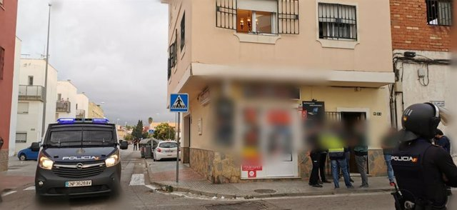 Agentes de la Policía en el operación desarrollada en Algeciras