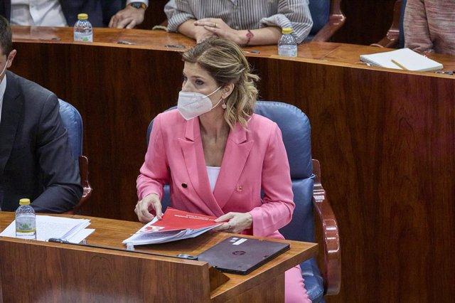 La portavoz del PSOE en la Asamblea de Madrid, Hana Jalloul, en la segunda sesión del pleno de investidura de la presidenta en funciones de la Comunidad y candidata a la reelección, Isabel Díaz Ayuso, a 18 de junio de 2021, en Madrid (España). Los grupos