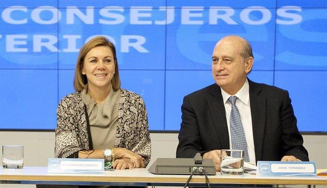 Archivo - La exministra y ex secretaria general del PP, María Dolores de Cospedal, y el exminstro del Interior Jorge Fernández Díaz.