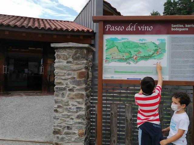 Archivo - Turismo rural en 2020 en Cangas del Narcea