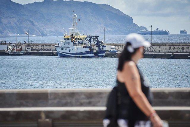 El buque oceanográfico 'Ángeles Alvariño' amarrado en el puerto de Santa Cruz de Tenerife