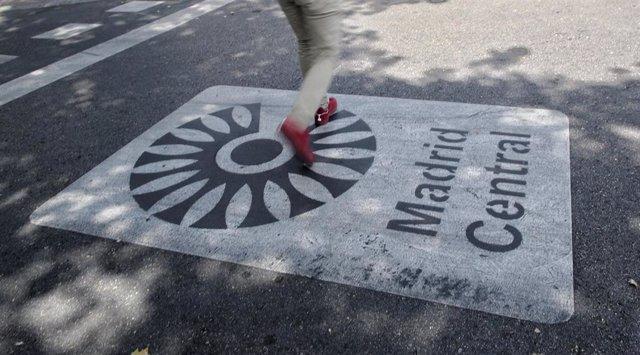 Archivo - Distintivo de Madrid Central en Madrid (España), a 27 de julio de 2020.