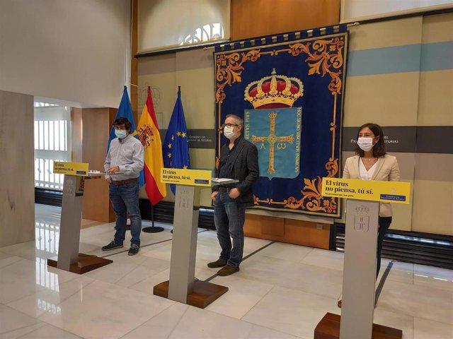 El Director general de Salud Pública, Rafael Cofiño; el Jefe del Servicio de Vigilancia Epidemiológica, Ismael Huerta, y la Coordinadora de Programas Covid, María José Villanueva