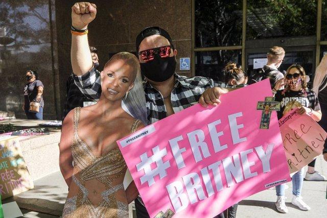 """#Freebritney Artistas Y Fans Apoyan A Britney Spears En Su Lucha: """"Dejad De Controlar A Las Mujeres"""""""