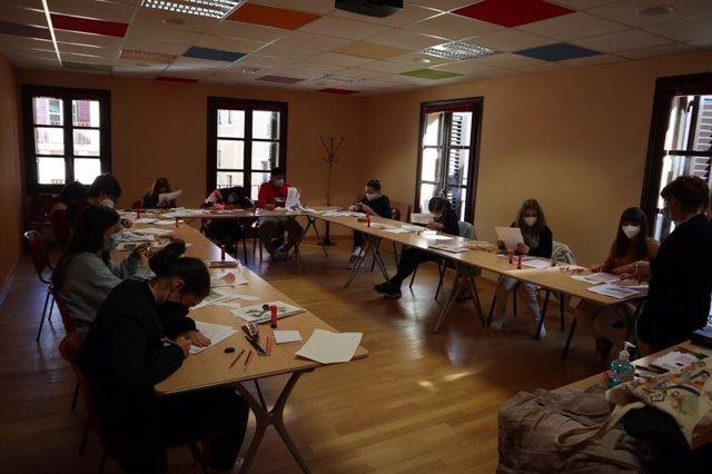 Archivo - Imagen de archivo de participantes en talleres de creatividad.