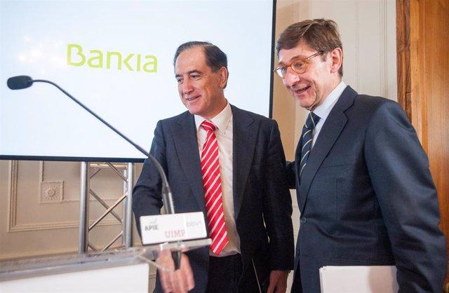 Archivo - El presidente de Mapfre, Antonio Huertas, y el presidente de CaixaBank, José Ignacio Goirigolzarri, en un curso organizado por APIE en 2019.