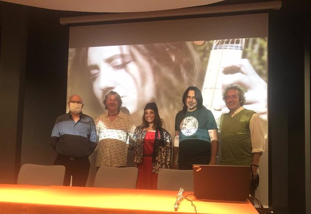Biella Nuei, junto a José Ignacio López Susín, durante la presentación