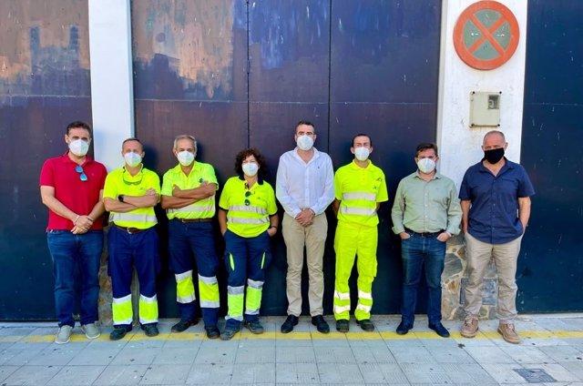 El responsable del Área de Cooperación y Asistencia a Municipios de la Diputación de Cádiz, Javier Pizarro, durante su visita a Algodonales para la reunión con la Brigada de Carreteras.