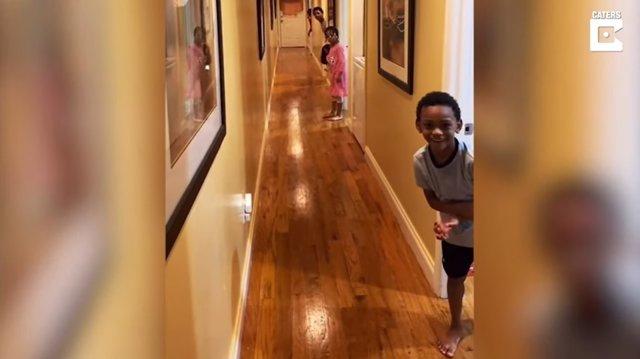 Este padre de familia encuentra una manera de reunir a todos sus hijos en una misma estancia