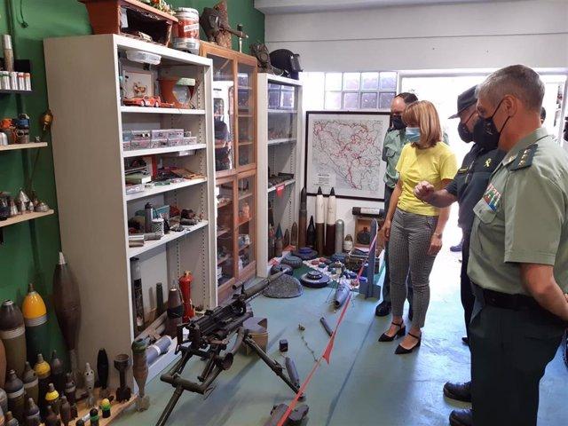 La delegada del Gobierno en Aragón, Pilar Alegría, visita las instalaciones de la Guardia Civil en el barrio de Casablanca, en la ciudad de Zaragoza.