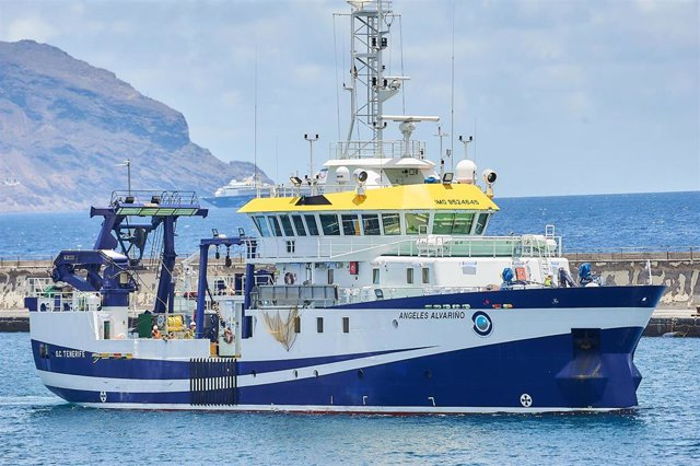 Momento en el que el buque oceanográfico 'Ángeles Alvariño' parte del puerto de Santa Cruz de Tenerife, a 14 de junio de 2021, en Santa Cruz de Tenerife, Tenerife, Islas Canarias (España). El buque reanuda hoy la búsqueda de Anna y Tomás Gimeno tras solve