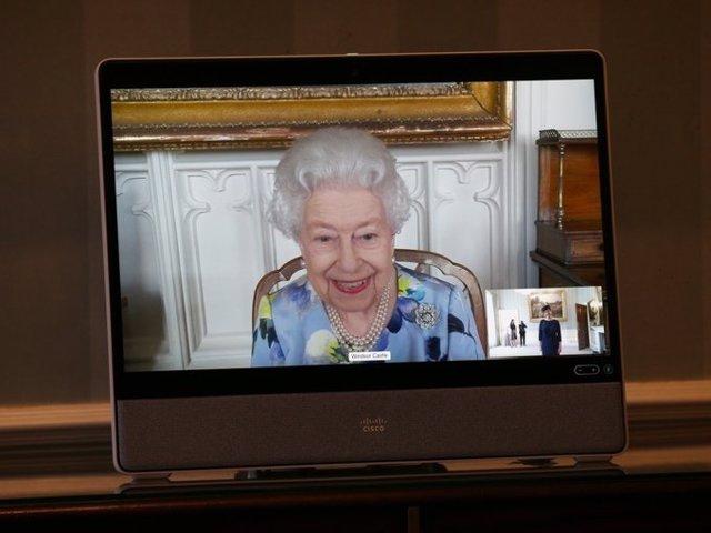 Archivo - La reina Isabel II, fotografiada por primera vez tras la muerte de Felipe de Edimburgo.