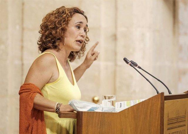 La parlamentaria de Adelante Andalucía Ana Naranjo interviene en el Pleno del Parlamento.