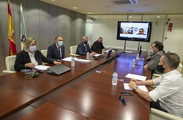 El vicepresidente primero y conselleiro de Presidencia, Xustiza e Turismo, Alfonso Rueda, y el conselleiro de Sanidade, Julio García Comesaña, se reúnen con representantes del ocio nocturno