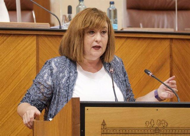 La parlamentaria del PSOE-A Soledad Pérez, en el Pleno del Parlamento andaluz este jueves.