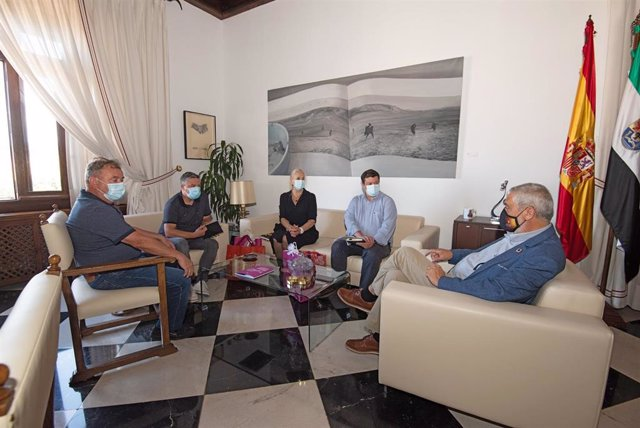 El presidente de la Diputación de Cáceres y responsables de la Cámara de Nisa celebran una reunión