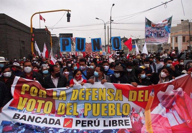 Simpatizantes del candidato a la Presidencia por Perú Libre, Pedro Castillo.