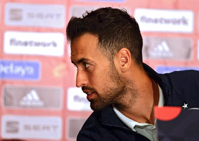 Archivo - 12 October 2020, Ukraine, Kiev: Spain's Sergio Busquets attends a press conference for the Spanish national team, ahead of Tuesday's UEFANations League soccer match against Ukraine. Photo: -/Ukrinform/dpa