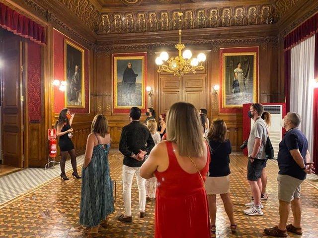 La Diputación de Zaragoza se suma a la celebración de la Noche en Blanco con visitas guiadas al palacio de Sástago.