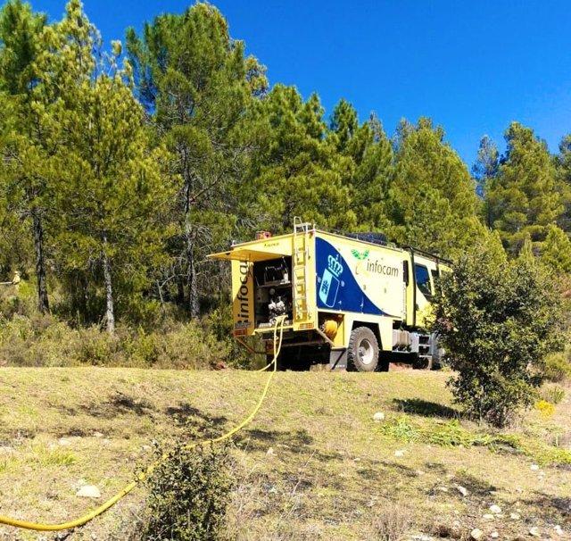 Archivo - Labores de extinción del fuego originado en Paterna del Madera, Albacete