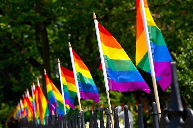 Archivo - Banderas LGTBI.