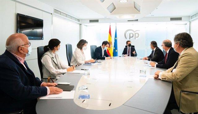 El líder del PP, Pablo Casado, se reúne con el equipo jurídico del PP para preparar el recurso del PP contra los indultos a los condenados por el 'procés'. En Madrid, a 25 de  junio de 2021.