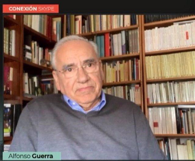 Archivo - El exvicepresidente del Gobierno y el diputado nacional del PSOE por Sevilla, Alfonso Guerra.