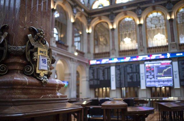 Calendario con fecha de 18 de junio de 2021 en las instalaciones del Palacio de la Bolsa de Madrid, a 18 de junio de 2021, en Madrid, (España). El Ibex 35 ha iniciado la sesión de este viernes con una caída del 0,68%, lo que ha llevado al selectivo a situ