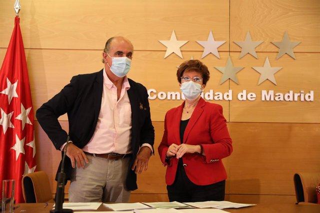 El viceconseller de Salut Pública i Pla COVID-19 de la Comunitat de Madrid, Antonio Zapatero; i la directora general de Salut Pública, Elena Andradas, a la seua arribada a una roda de premsa