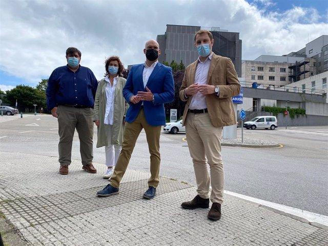El secretario general y portavoz parlamentario de Foro Asturias en la Junta General, Adrián Pumares, durante su visita al Hospital de Cabueñes