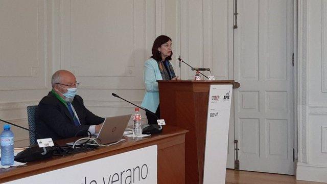 La presidenta de la CNMC, Cani Fernández, interviene en los cursos de verano de la Universidad Internacional Menéndez Pelayo