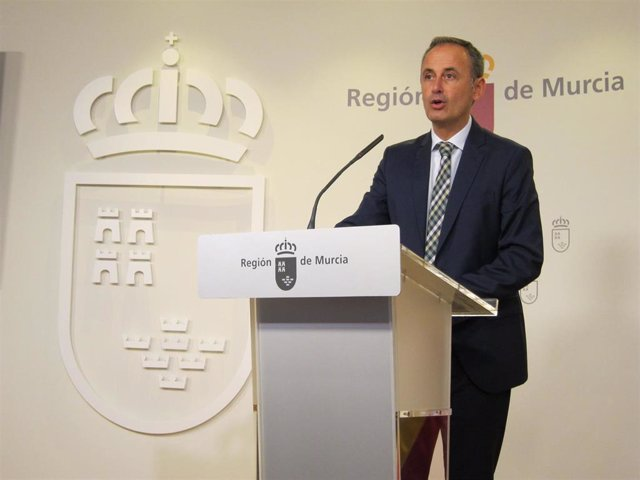 Archivo - El consejero Javier Celdrán