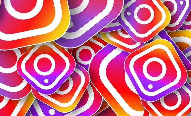 Montaje con logos de Instagram
