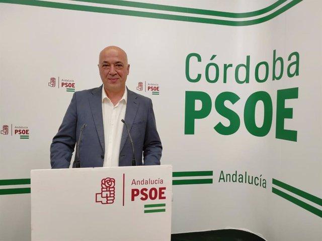 El secretario general del PSOE de Córdoba, Antonio Ruiz, en la sede de su partido.