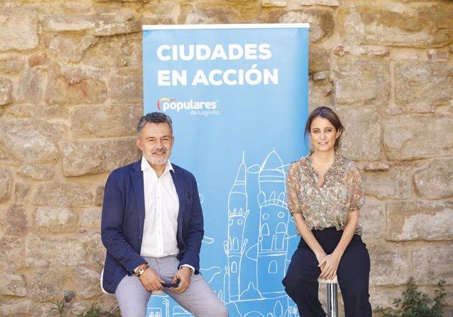 La titular del área de Cultura del Ayuntamiento de Madrid, Andrea Levy,  y el portavoz del PP en Logroño, Conrado Escobar