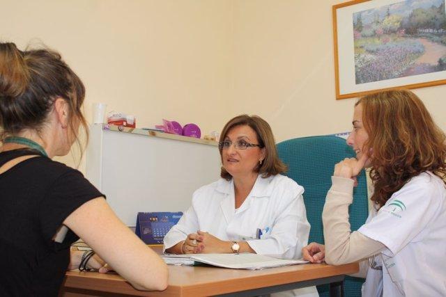 Archivo - Consulta de cáncer hereditario hospital clinico de málaga