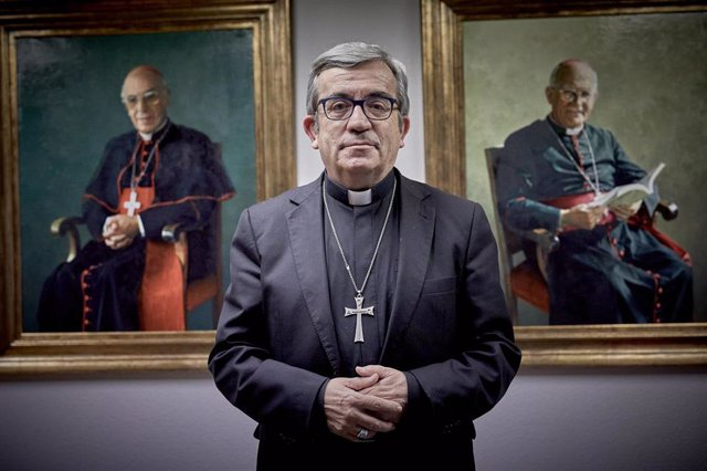 Archivo - El secretario general y portavoz de la Conferencia Episcopal Española (CEE) y obispo auxiliar de Valladolid, Luis Argüello.
