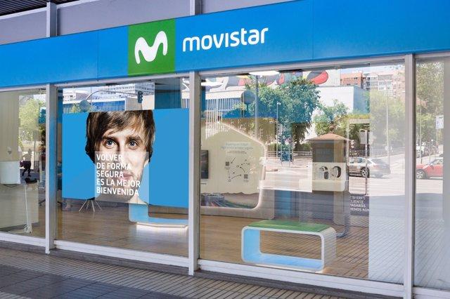 Archivo - Tienda de Movistar en la calle General Perón (Madrid) con las medidas de protección contra el Covid