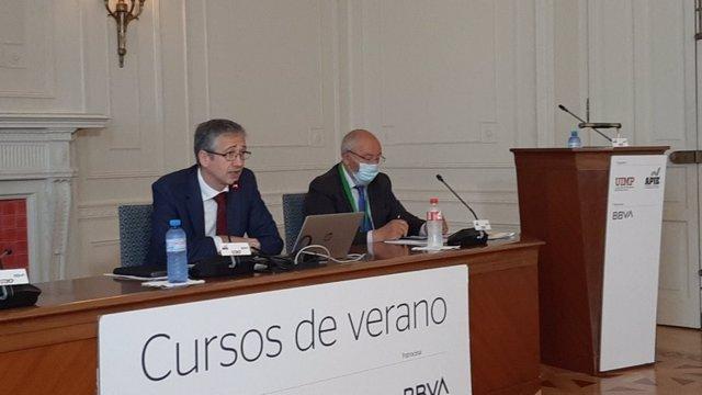 El gobernador del Banco de España, Pablo Hernández de Cos, interviene en los cursos de verano de la UIMP
