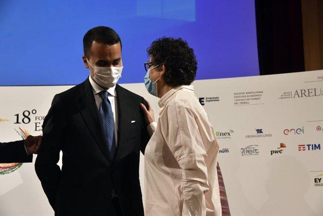 El ministro italiano Luigi di Maio y la ministra de Asuntos Exteriores, Unión Europea y Cooperación, Arancha González Laya, en la clausura de la sesión del XVIII Foro de Diálogo España-Italia, en el Foment del Treball Nacional de Barcelona, a 19 de junio