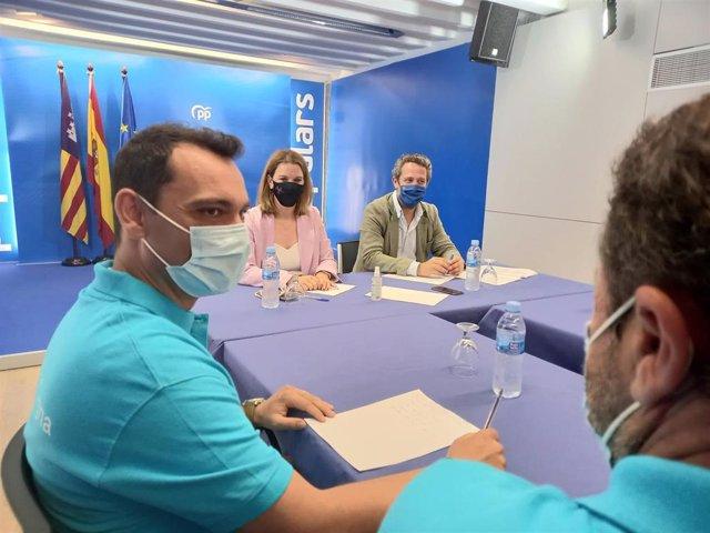 Prohens y De Olano, en la reunión con representantes de la plataforma 'Insularidad Digna'.