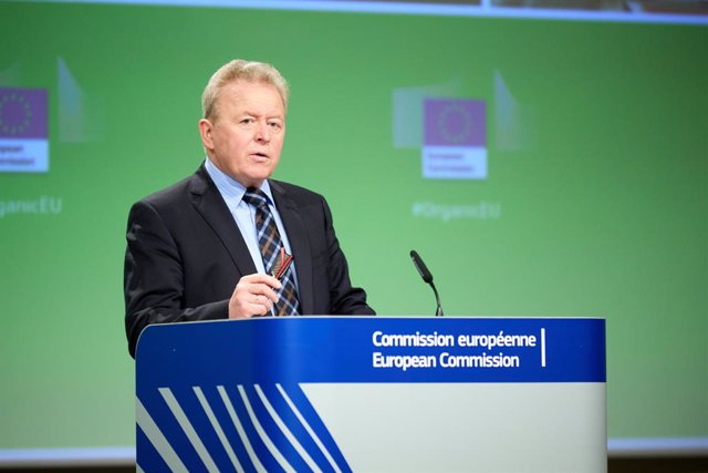 Archivo - HANDOUT - 25 March 2021, Belgium, Brussels: European Commissioner for Agriculture Janusz Wojciechowski holds a press conference at the European Commission headquarters in Brussels Photo: Claudio Centonze/European Commission/dpa - ATTENTION: edit